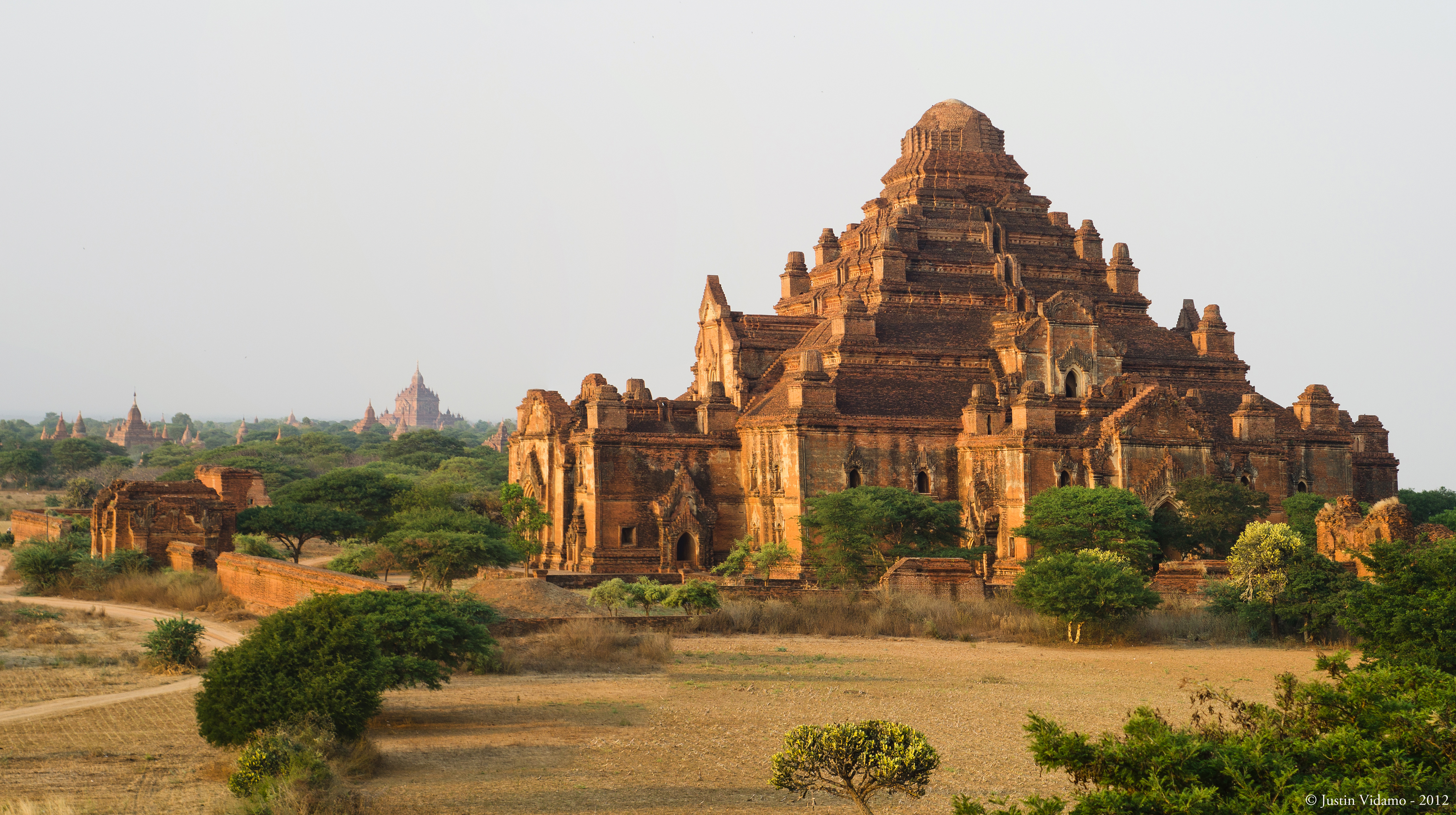Dhammayangyi Temple - Wikipedia