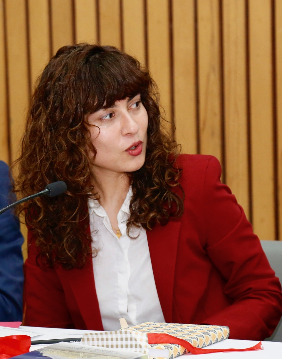 Divya Dwivedi - Wikipedia