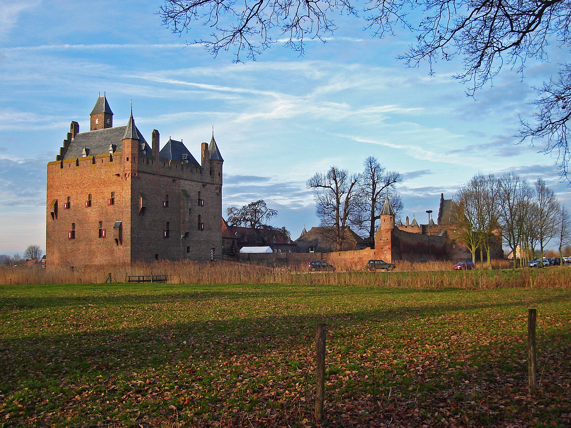 File Doornenburg, Kasteel Doornenburg overzicht RM8942 jpg   Wikimedia Commons