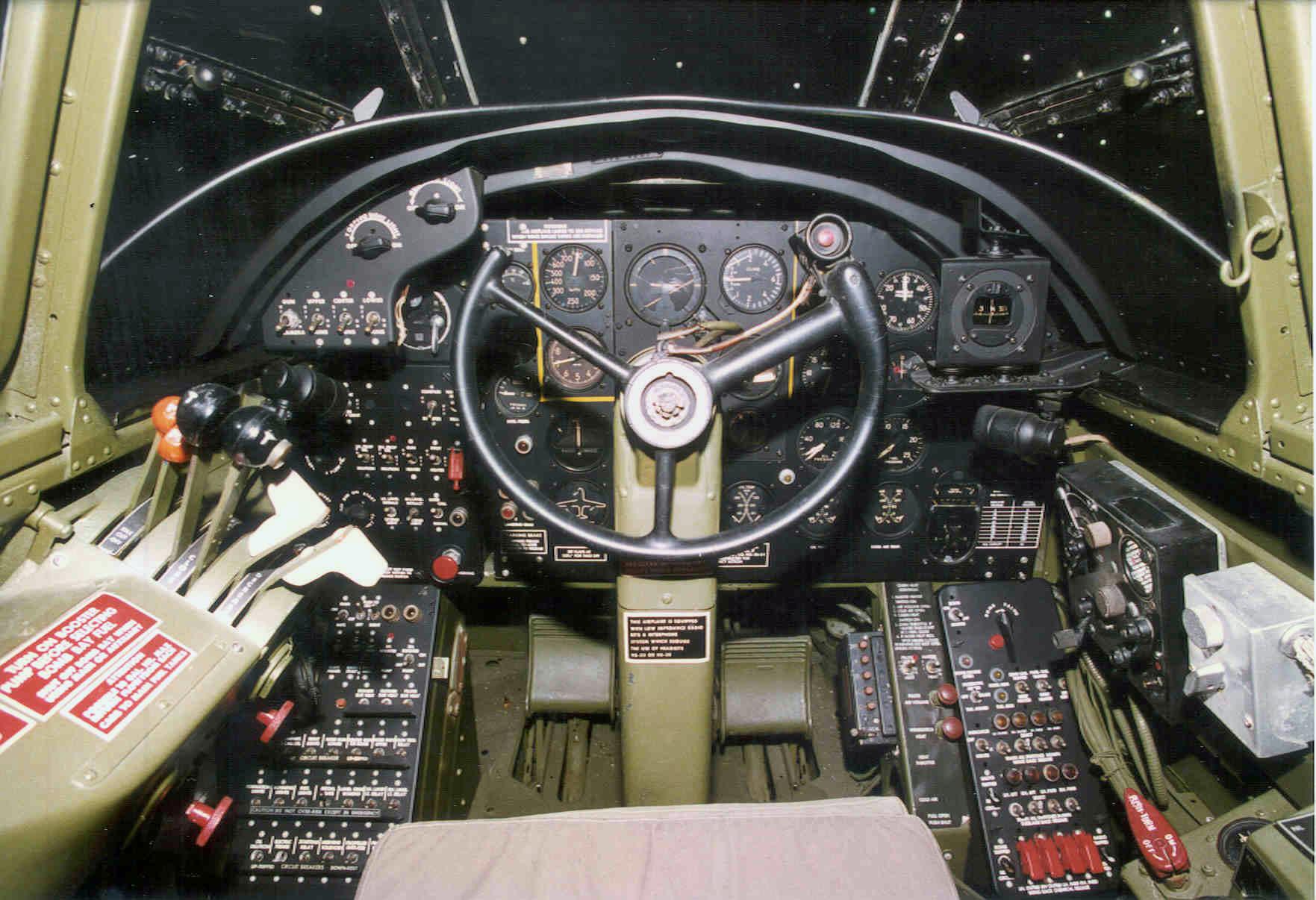 Douglas_A-20G_Havoc_cockpit_3_USAF.jpg