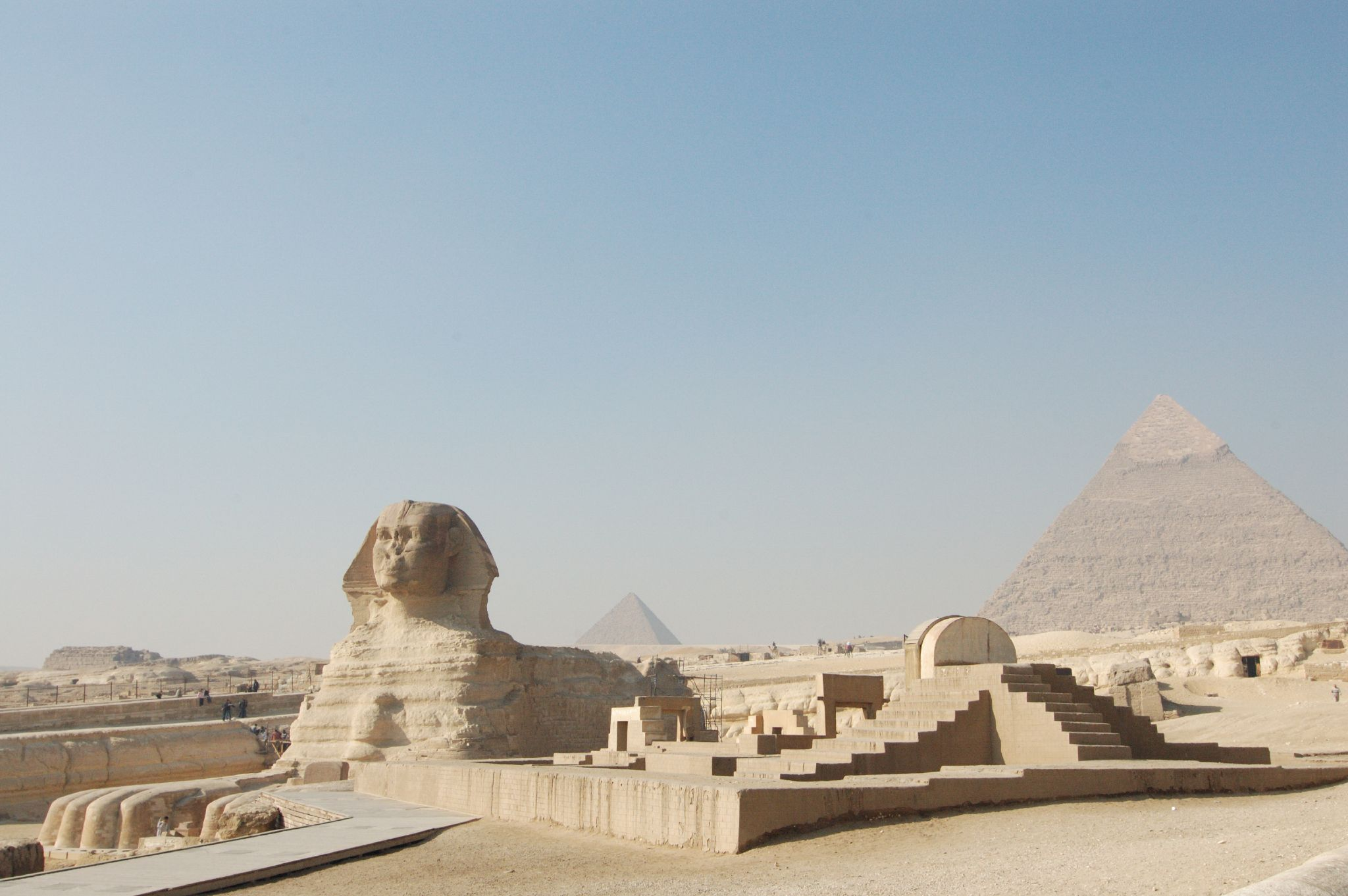 http://upload.wikimedia.org/wikipedia/commons/d/d6/Giza_sfinge_e_piramidi.jpg