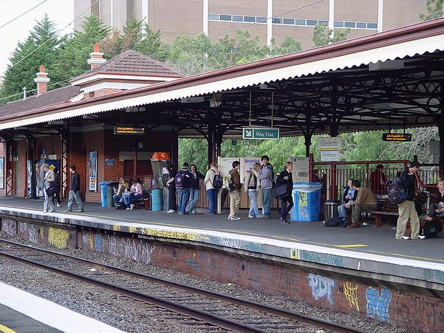 how to get to melbourne showgrounds from flinders street station