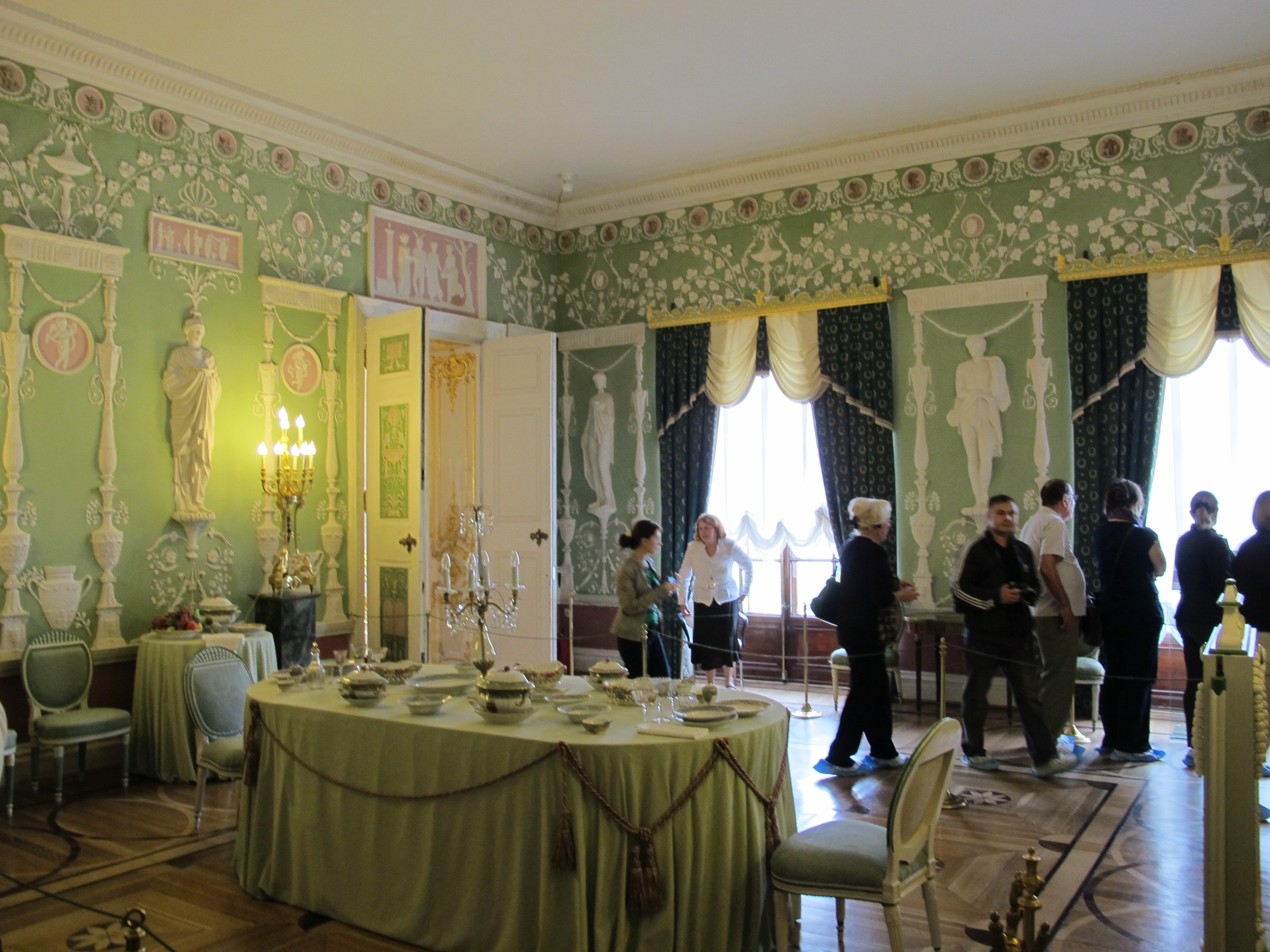file green dining room of the catherine palace 01 wikimedia