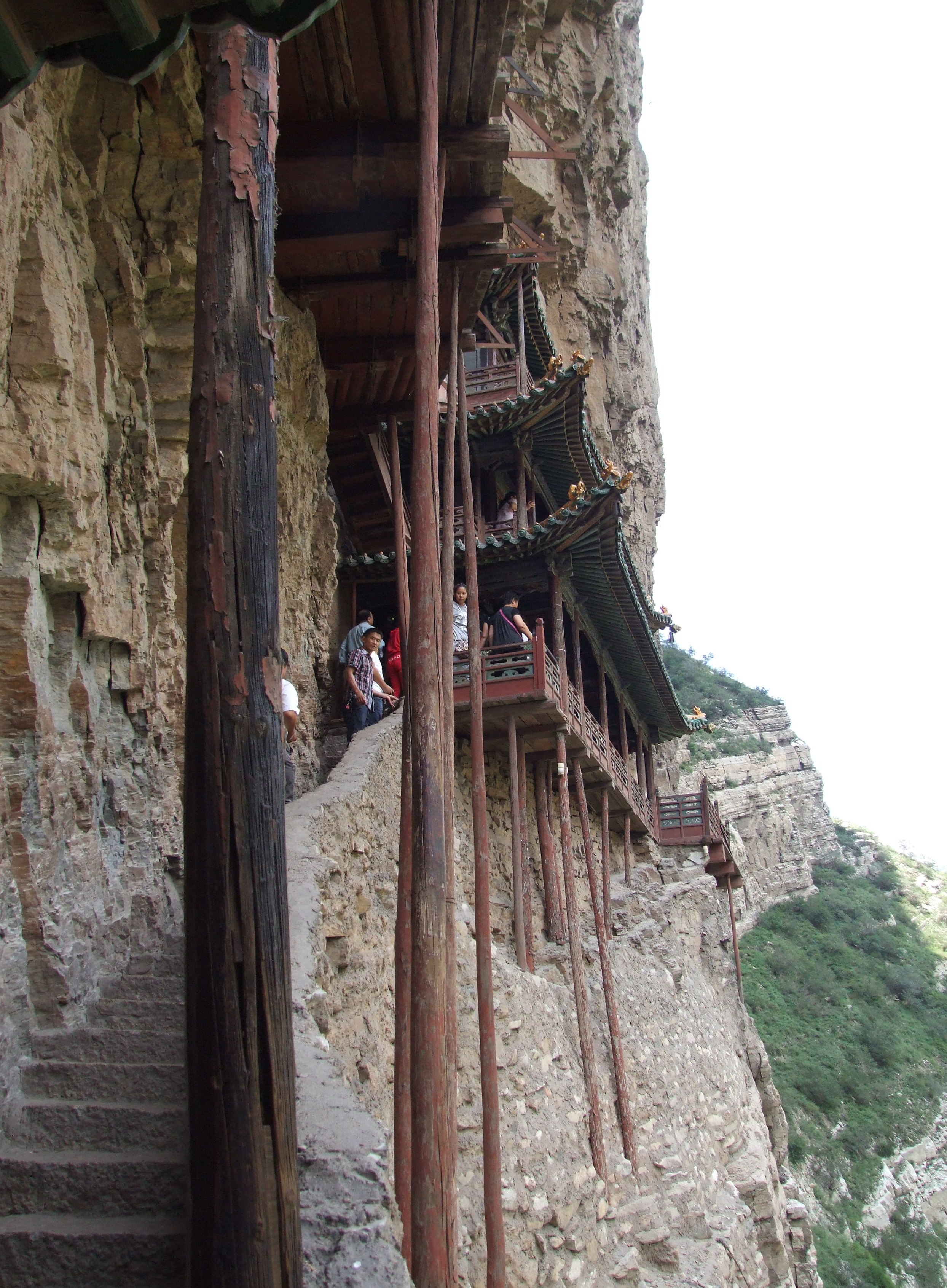 1000 images about cliff house on pinterest temples for Cliff hanging homes