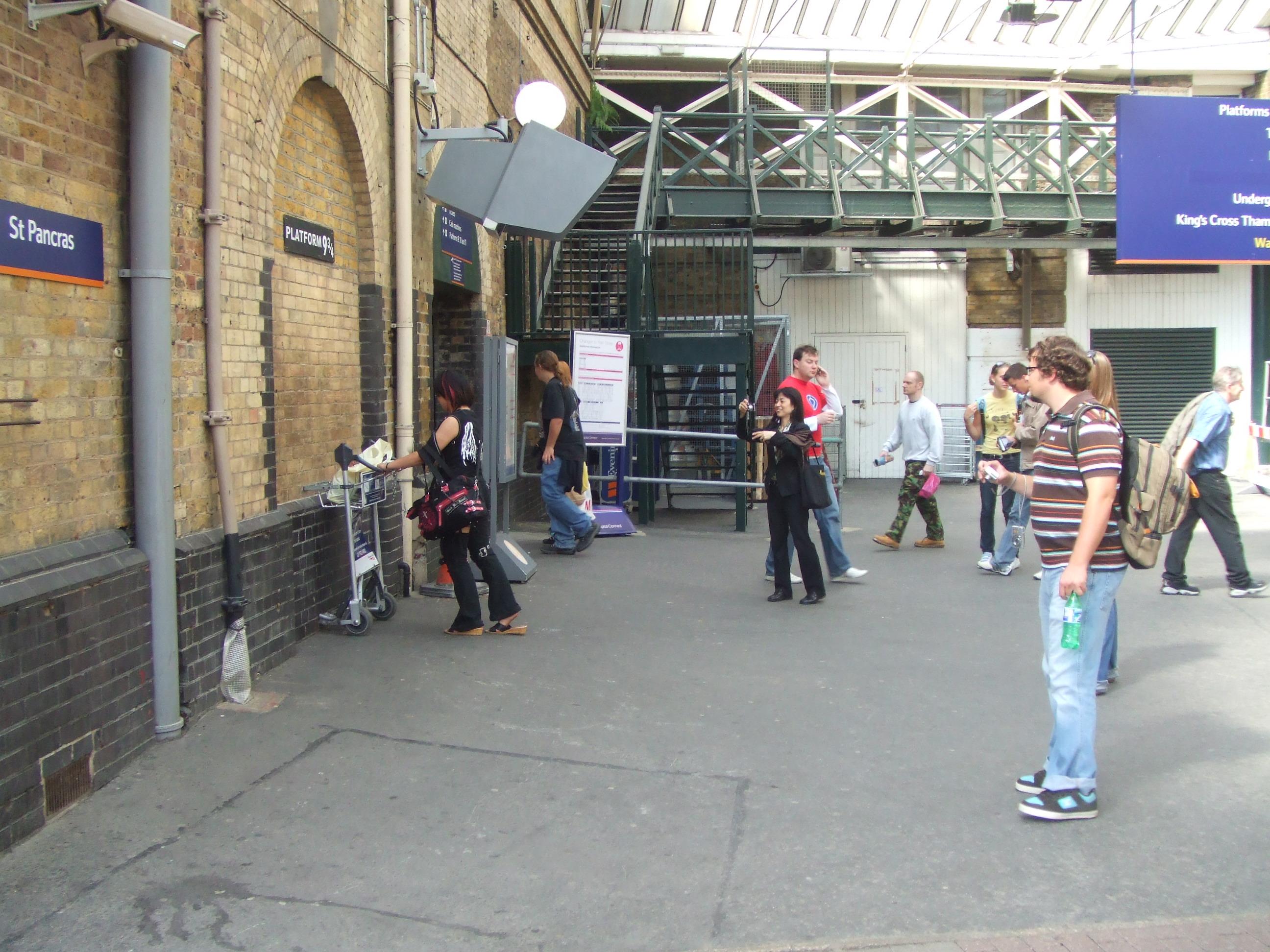 Fileharry Potters Platform 975 At Kings Cross Station