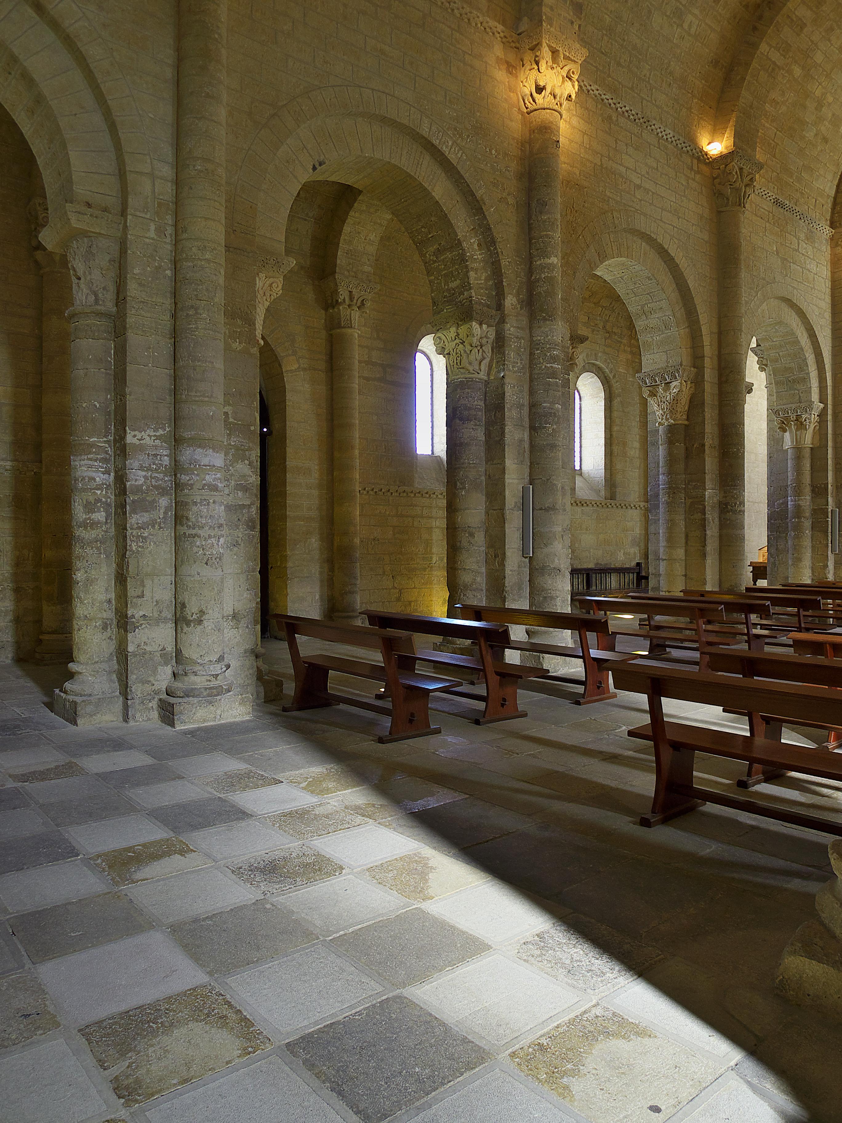 File Iglesia De San Martin Fromista Interior Jpg Wikimedia Commons