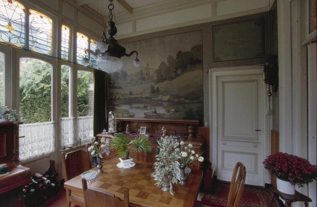 file interieur overzicht serre met geschilderd behang tilburg 20358773. Black Bedroom Furniture Sets. Home Design Ideas