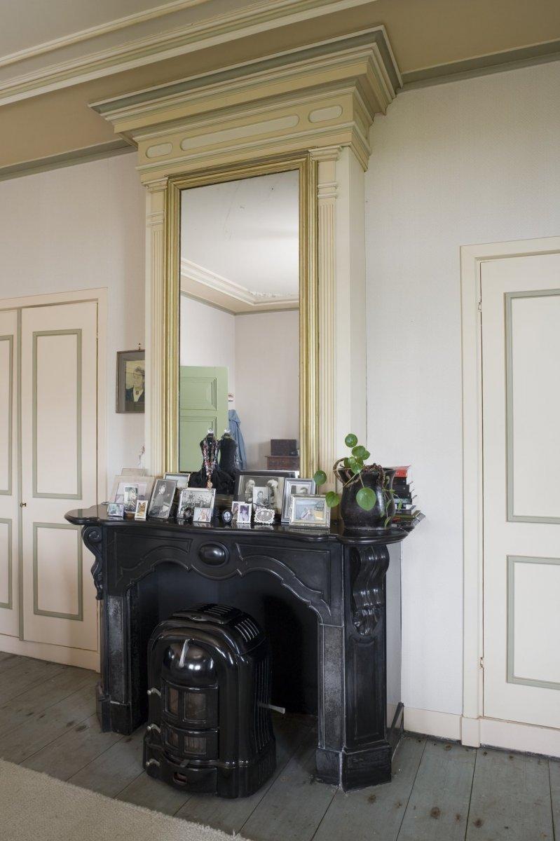 File:Interieur, schouw met kachel in de grote slaapkamer - Abbekerk ...