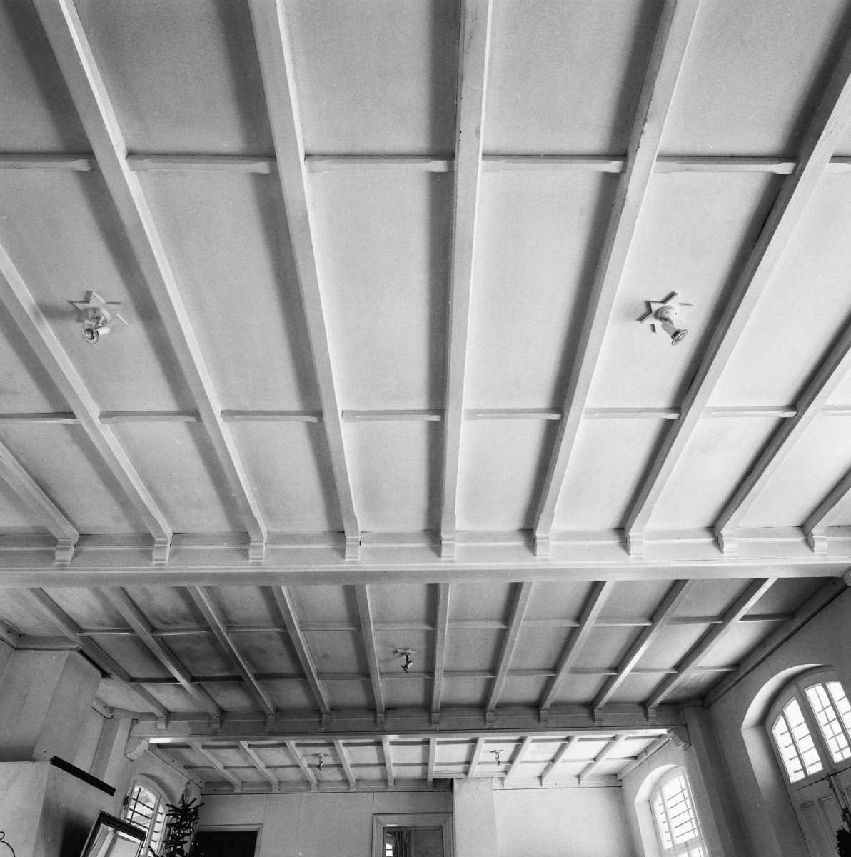 File interieur hoofdgebouw woonkamer plafond 20000218 for Interieur woonkamer