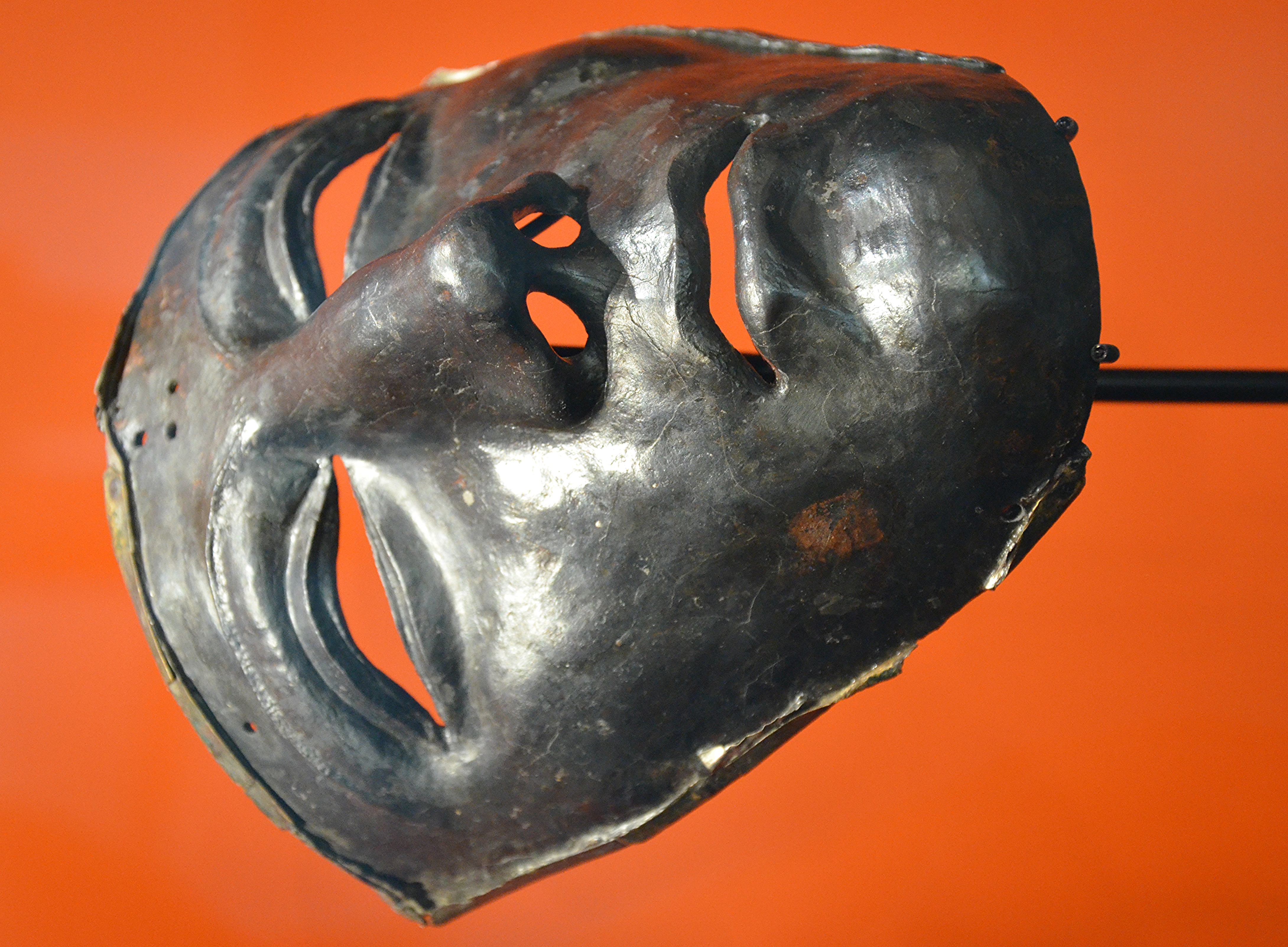 Kalkriese_face_mask_for_Roman_cavalry_he