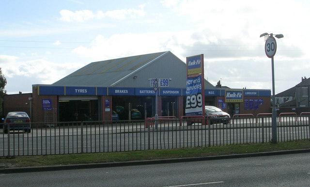 File:Kwik Fit - Bradford Road - geograph.org.uk - 1520593.jpg
