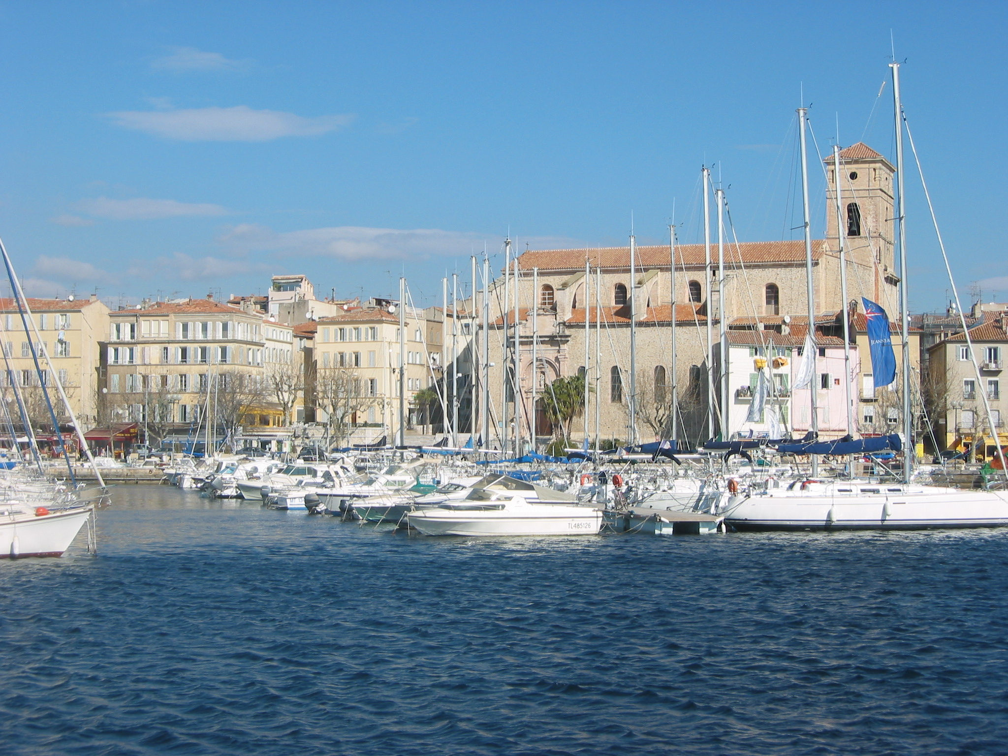 File la ciotat eglise et port jpg wikimedia commons - Restaurant port la ciotat ...