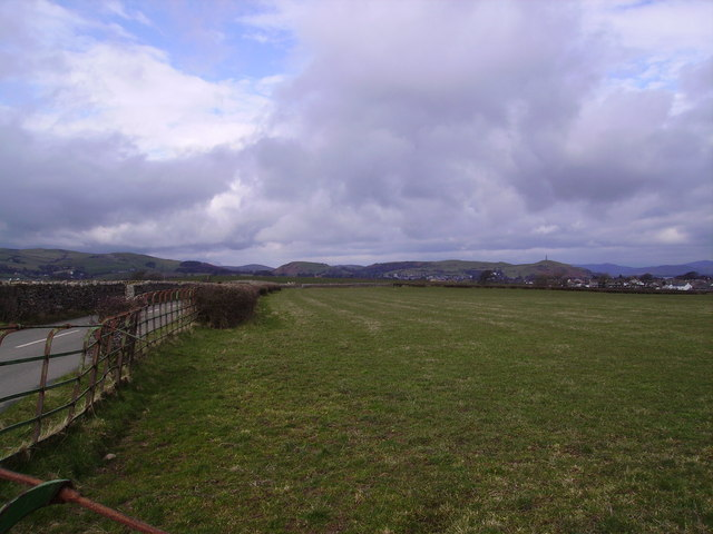 Looking back towards Ulverston - geograph.org.uk - 135044