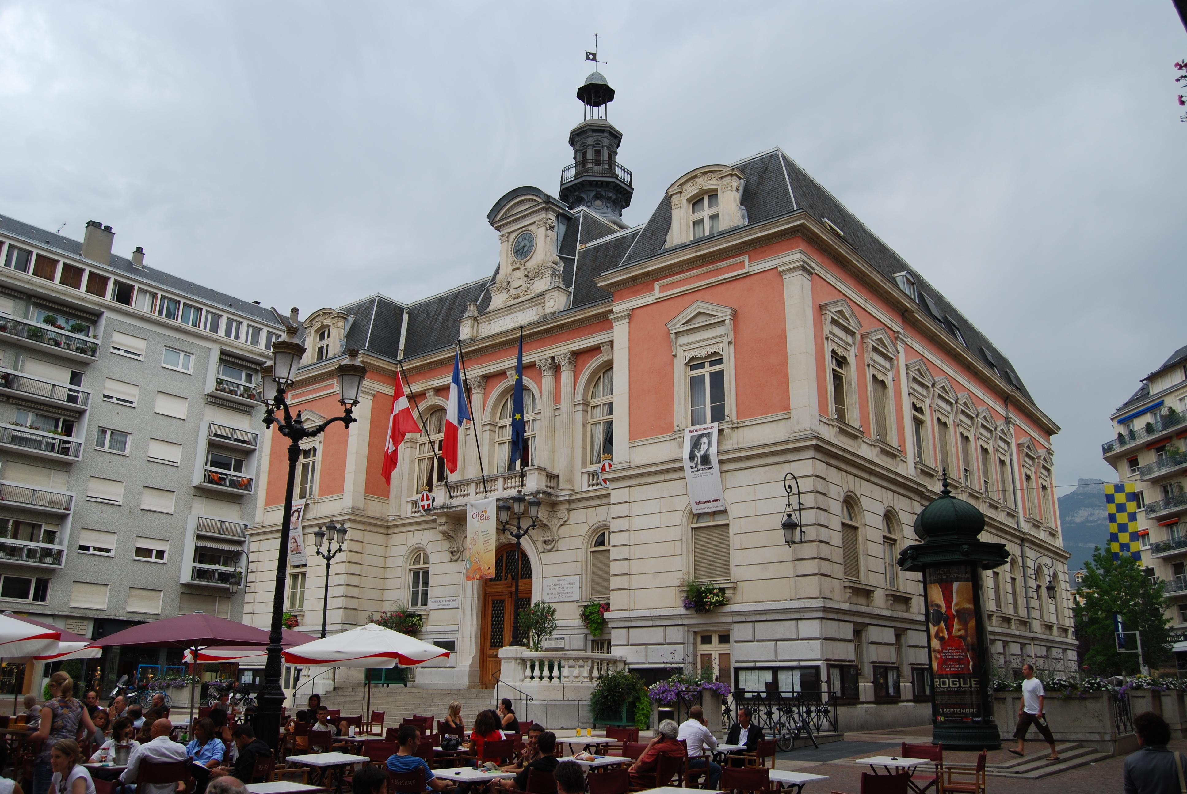 File mairie de chamb ry savoie jpg wikimedia commons for Piscine de chambery