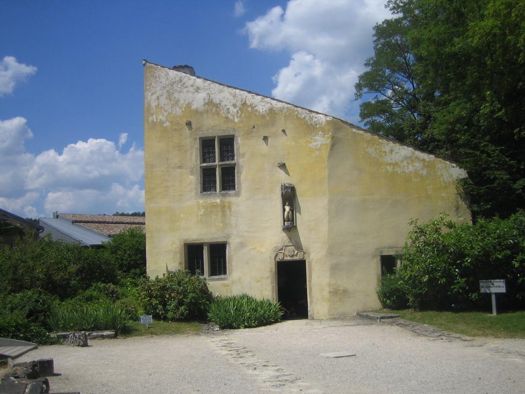 file maison de jeanne a doremy jpg wikimedia commons