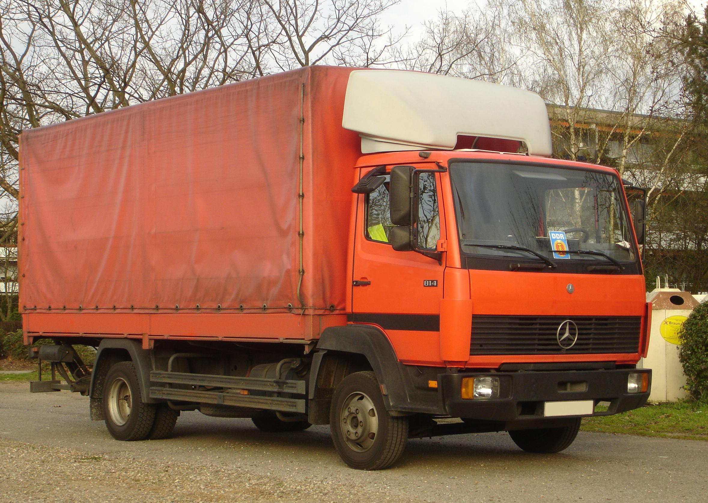 File:Mercedes-Benz 814 Pritschenwagen.jpg