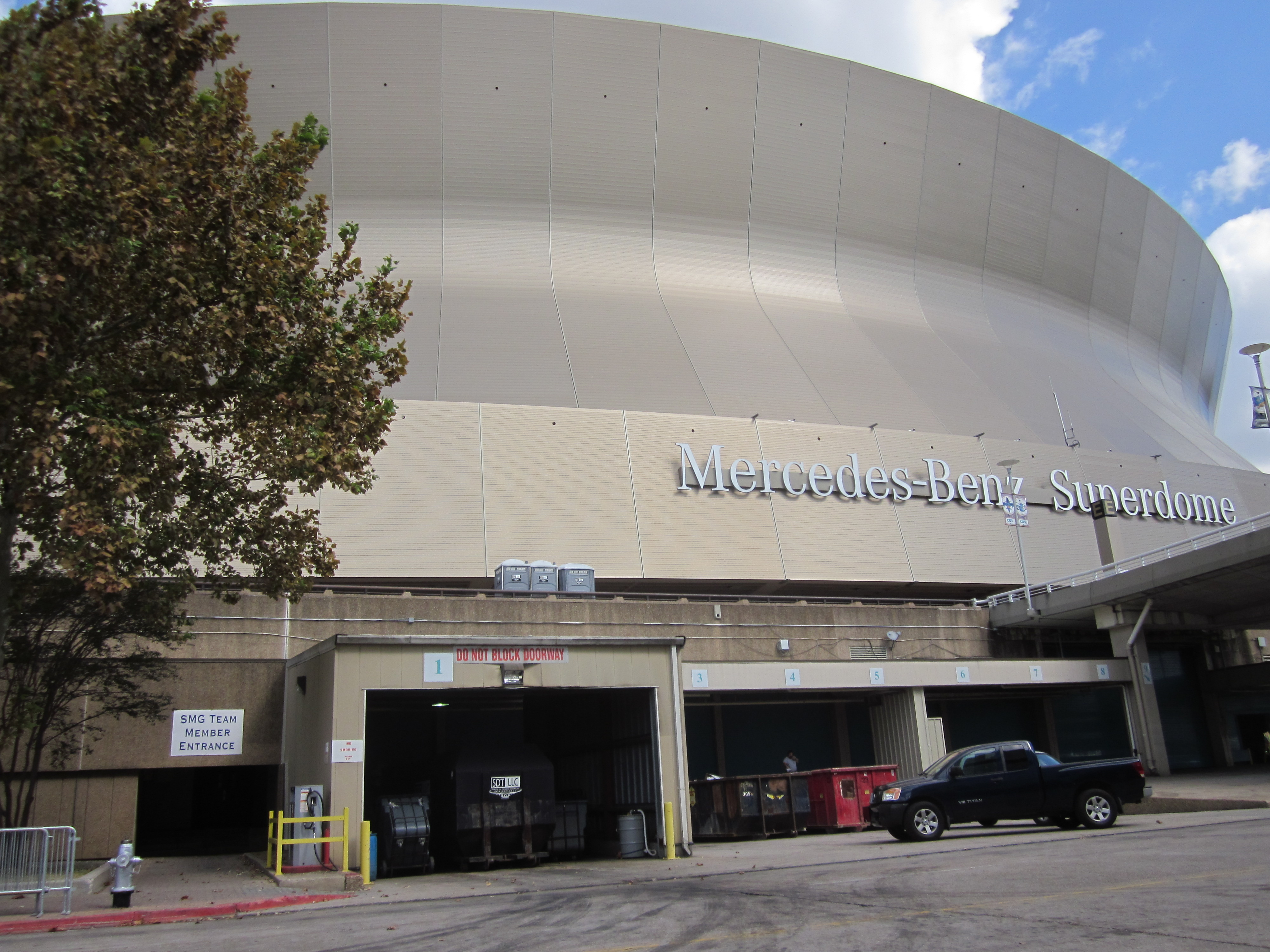 Mercedes benz superdome wiki for Hotels near the mercedes benz superdome
