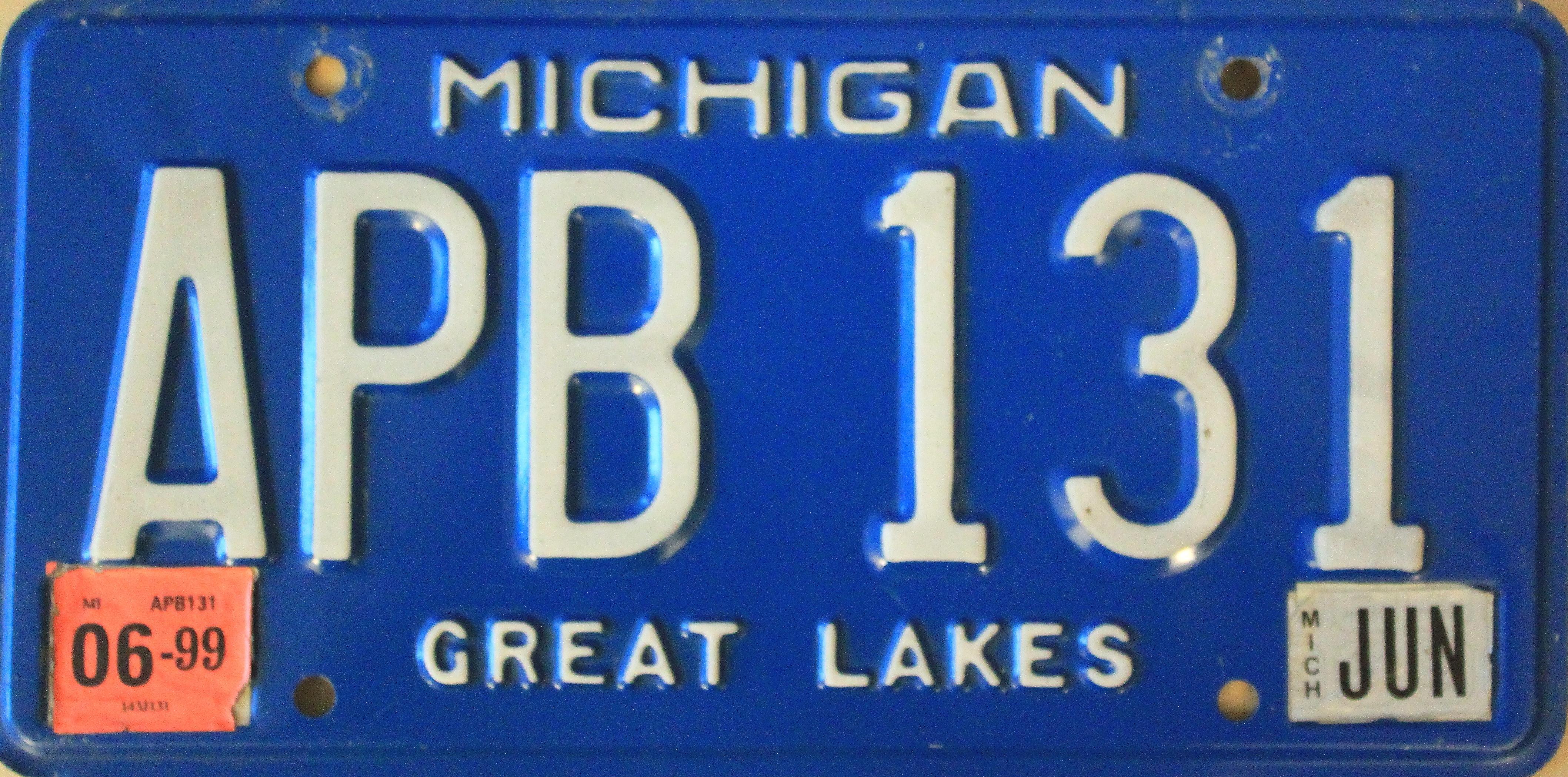 File:Michigan License Plate APB 131.JPG - Wikimedia Commons