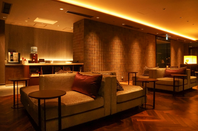 FileMitsui Garden Hotel Osaka Premier 16F Lounge 20140316002jpg