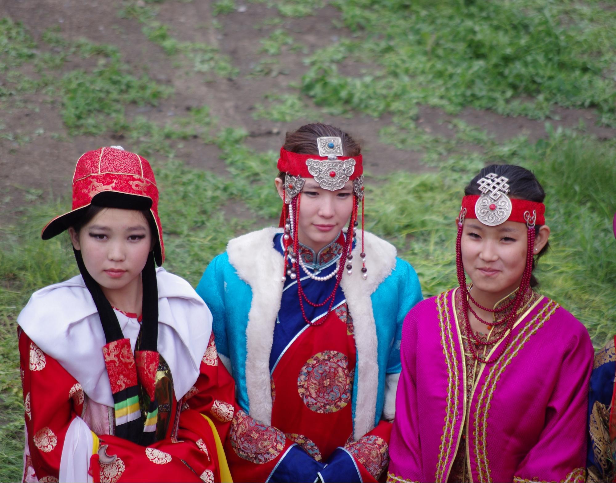 Mongolian women beach — pic 14