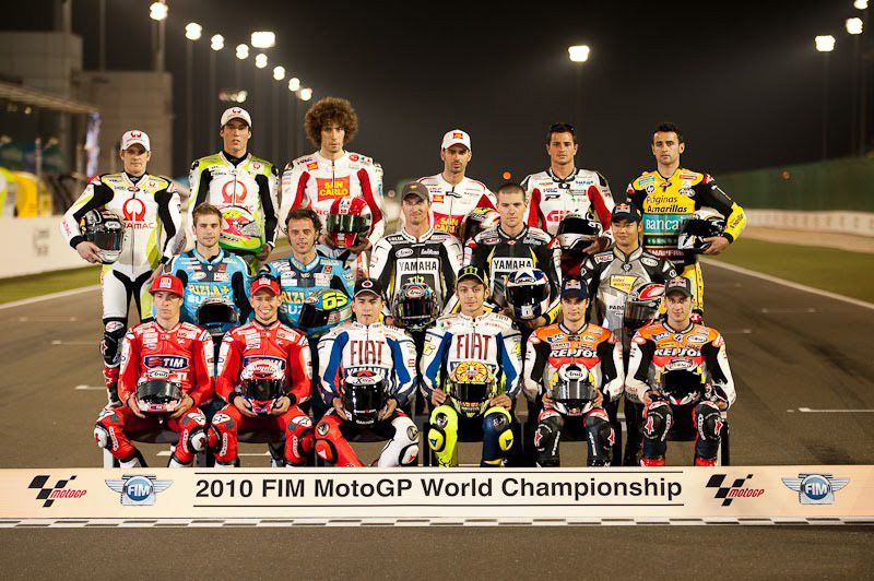 File:MotoGP riders 2010 Qatar.jpg - Wikimedia Commons