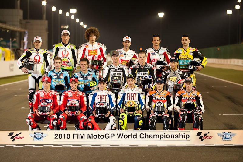 File:MotoGP riders 2010 Qatar.jpg - Wikimedia Commons
