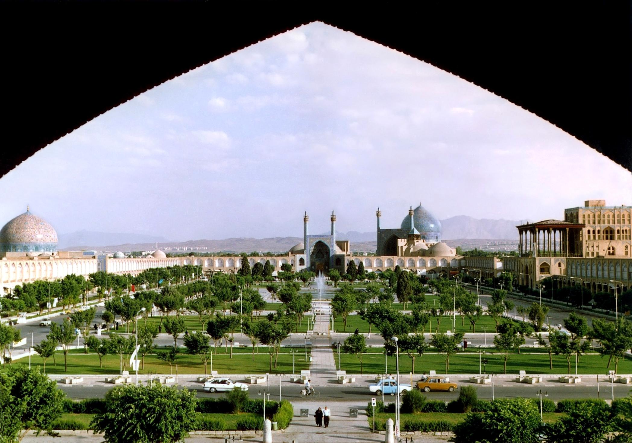Naghshe_Jahan_Square_Isfahan_modified.jp