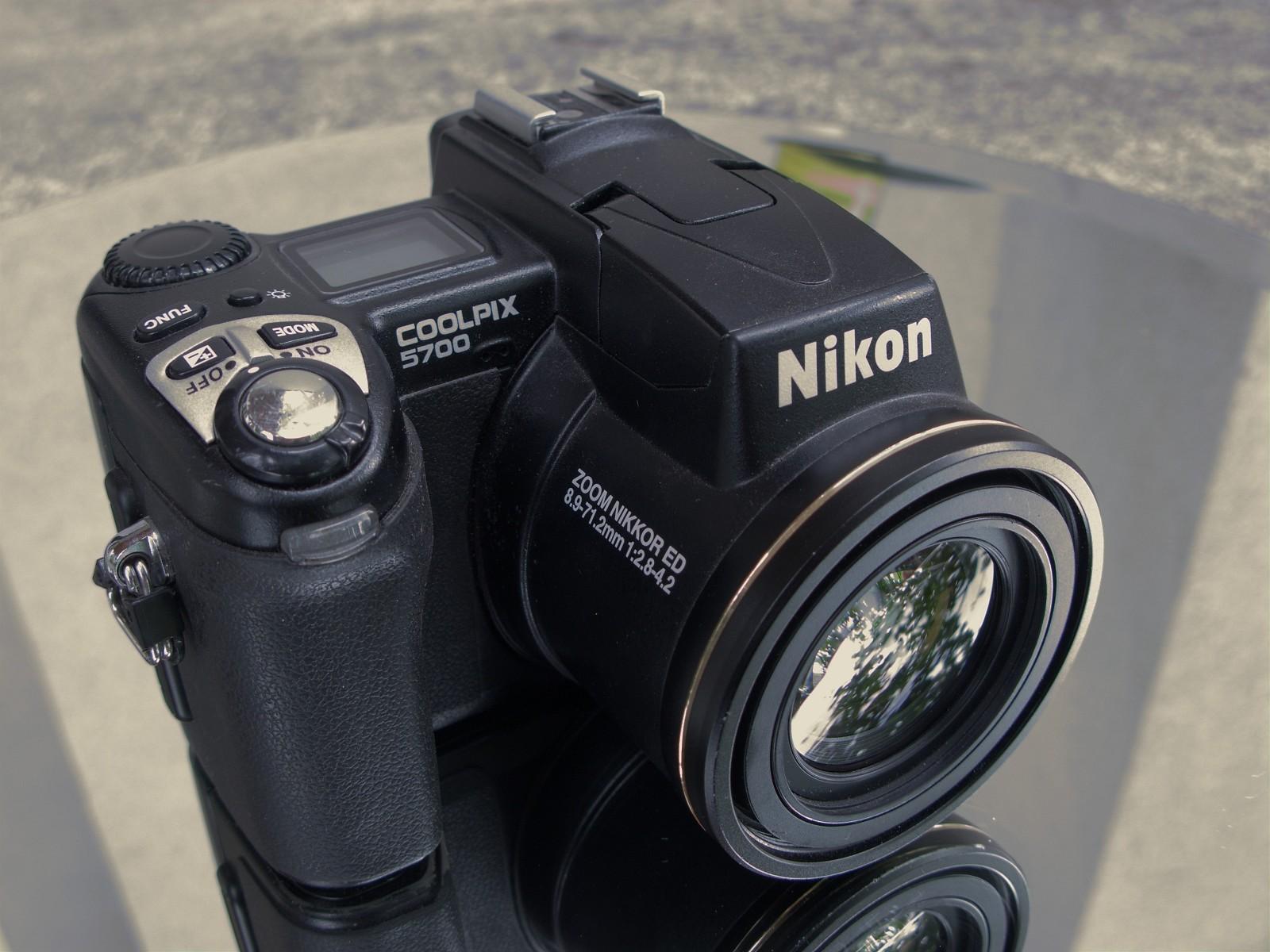 Nikon Coolpix 5700 - Wikipedia