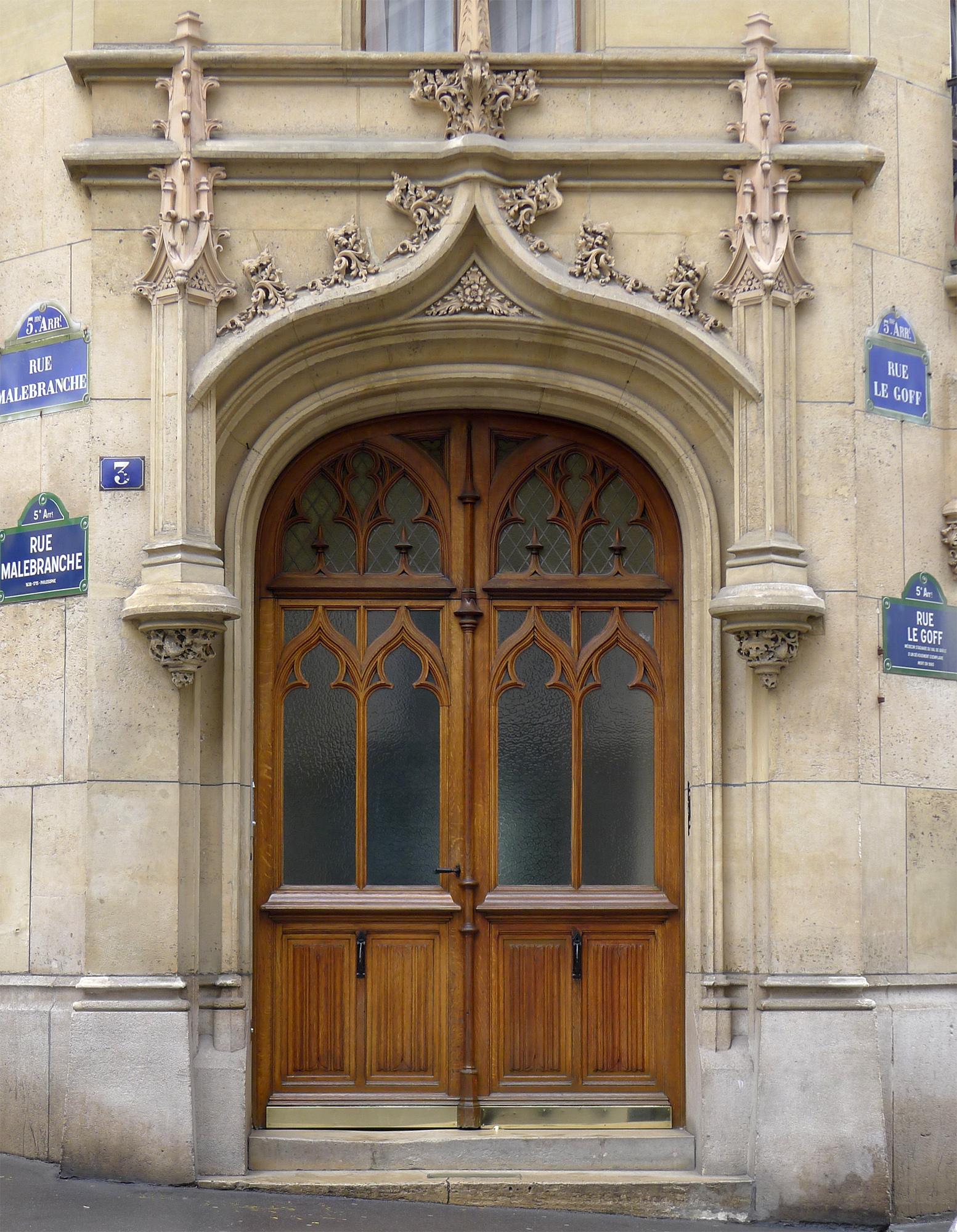 File P1250574 Paris V Rue Malebranche N3 Porte Gothique