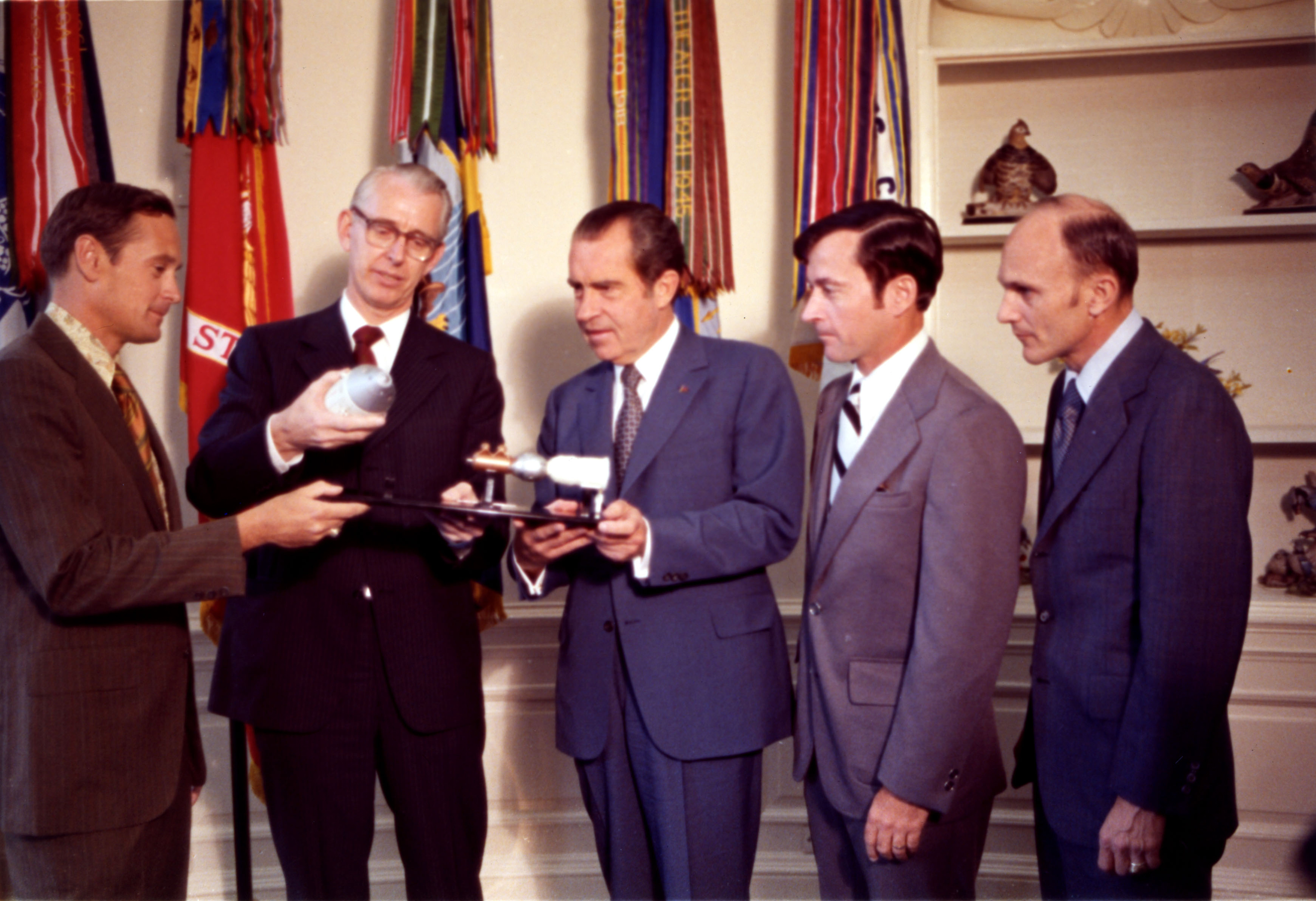 File:President Nixon with Dr. James Fletcher and Apollo 16 Astronauts - GPN-2002-000104.jpg ...