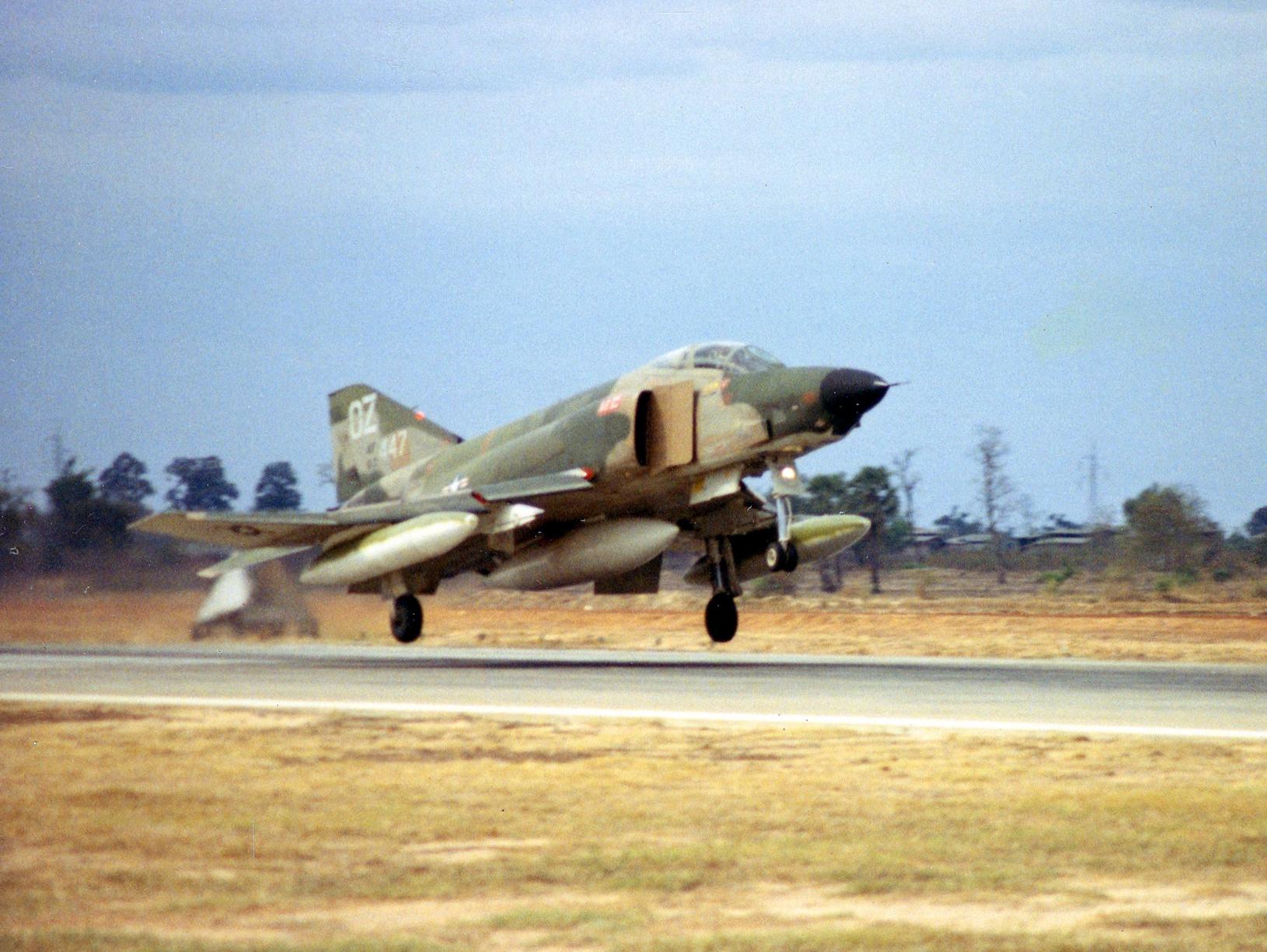 File Rf 4c Phantom 14th Trs Landing At Udorn Rtafb In 1968