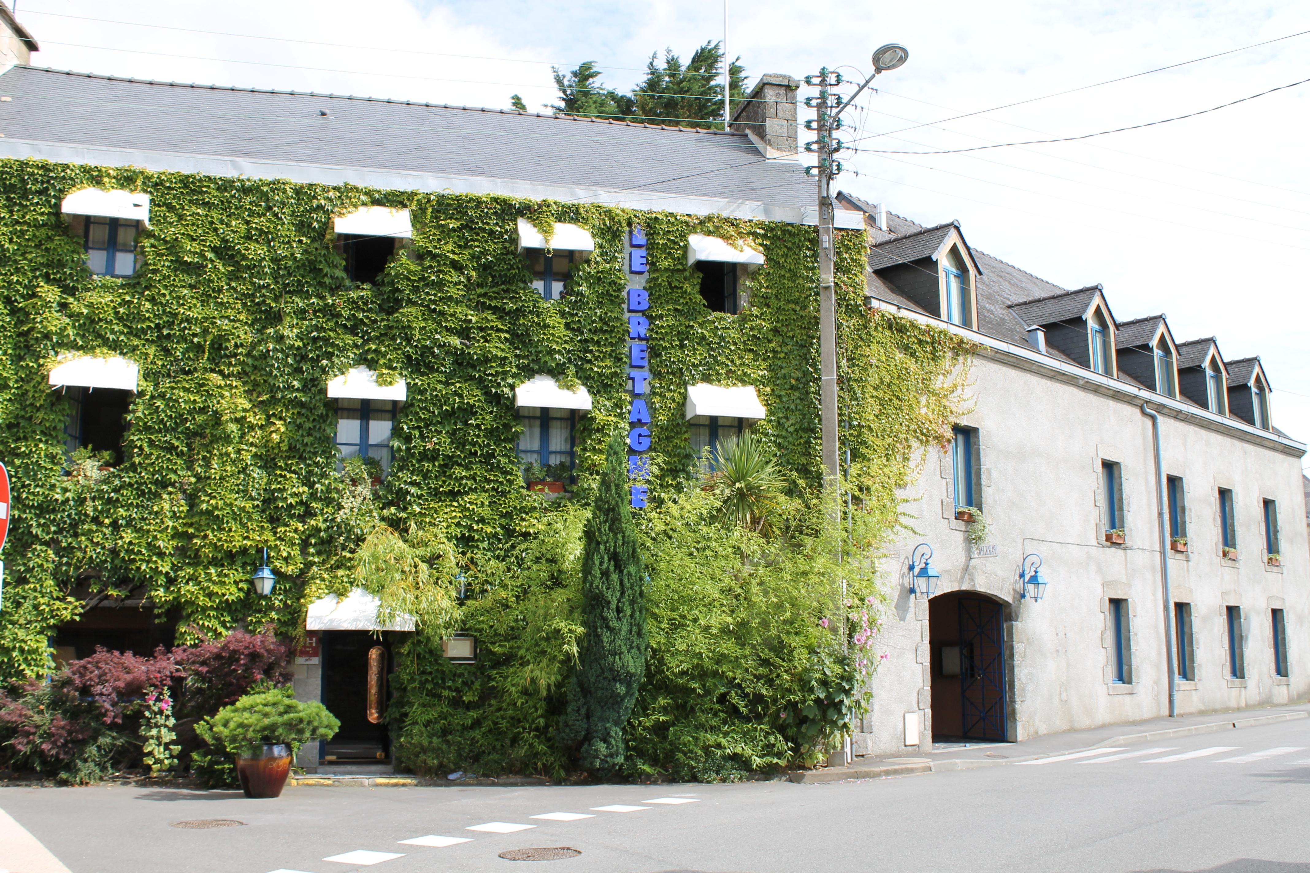 Carte Bretagne Questembert.Le Bretagne Et Sa Residence Wikipedia