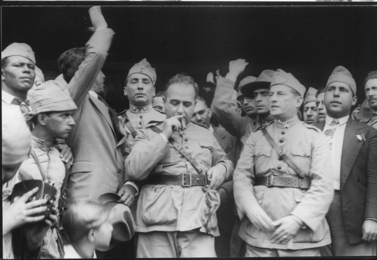 Getúlio Vargas, ex-ministro das finanças de Washington Luís, encabeça a revolução vitoriosa