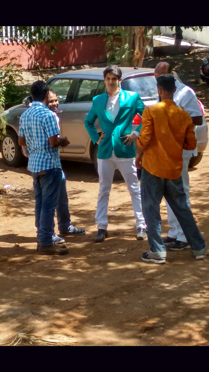 Rohan Mehra in Film City shooting for Yeh Rishta Kya Kehlata Hai.png