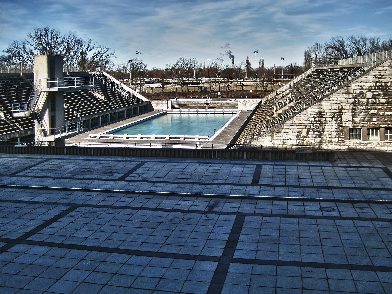 File:Schwimmbecken Olympiastadion Berlin