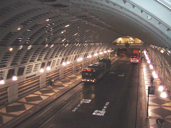 http://upload.wikimedia.org/wikipedia/commons/d/d6/Seattle_Metro_Bus_Tunnel_Pioneer_Square_Station.jpg