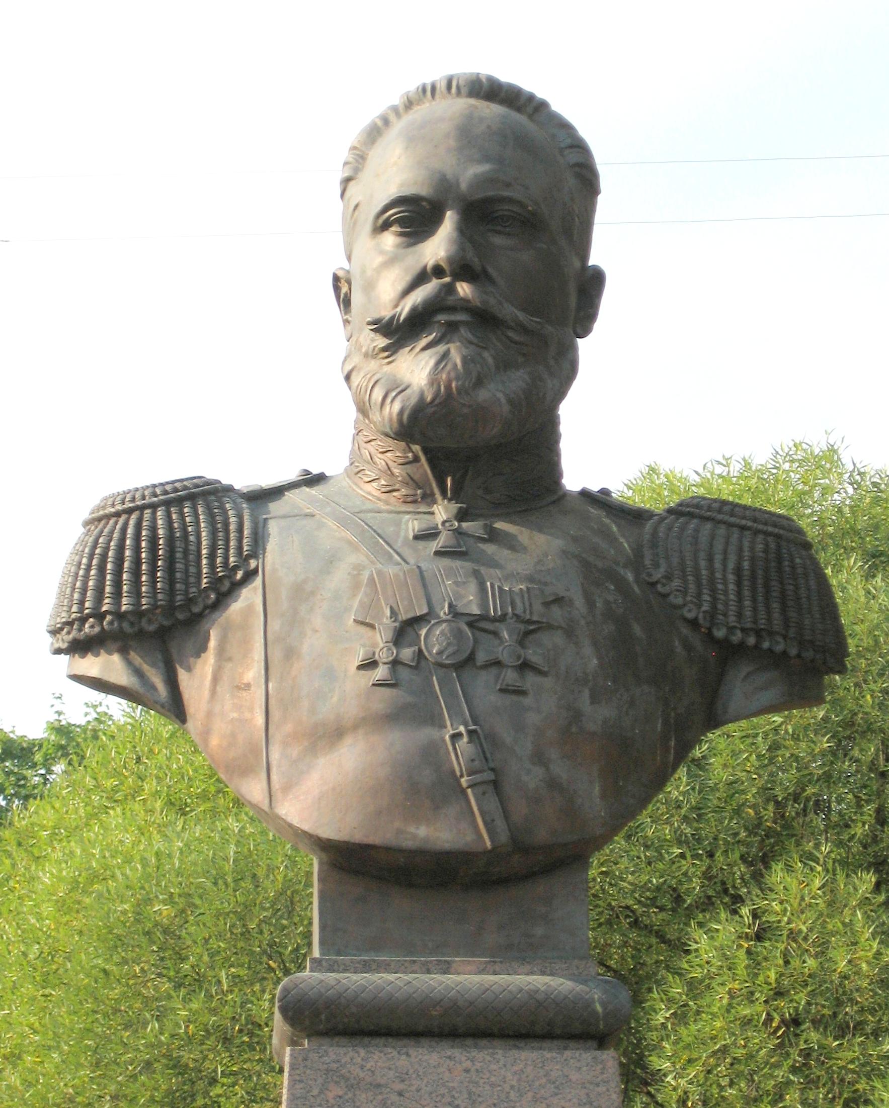 http://upload.wikimedia.org/wikipedia/commons/d/d6/Sergej_Mosin_%28Sestroretsk%29.JPG?uselang=ru