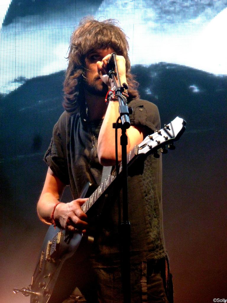 Sergio Pizzorno - guitar genius of the group Kasabian 3
