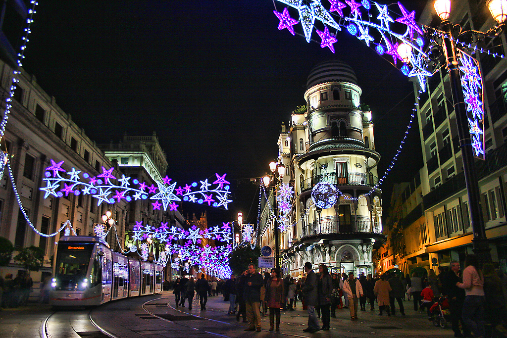 File seville city at christmas night 6570969587 jpg for Mercado de navidad sevilla