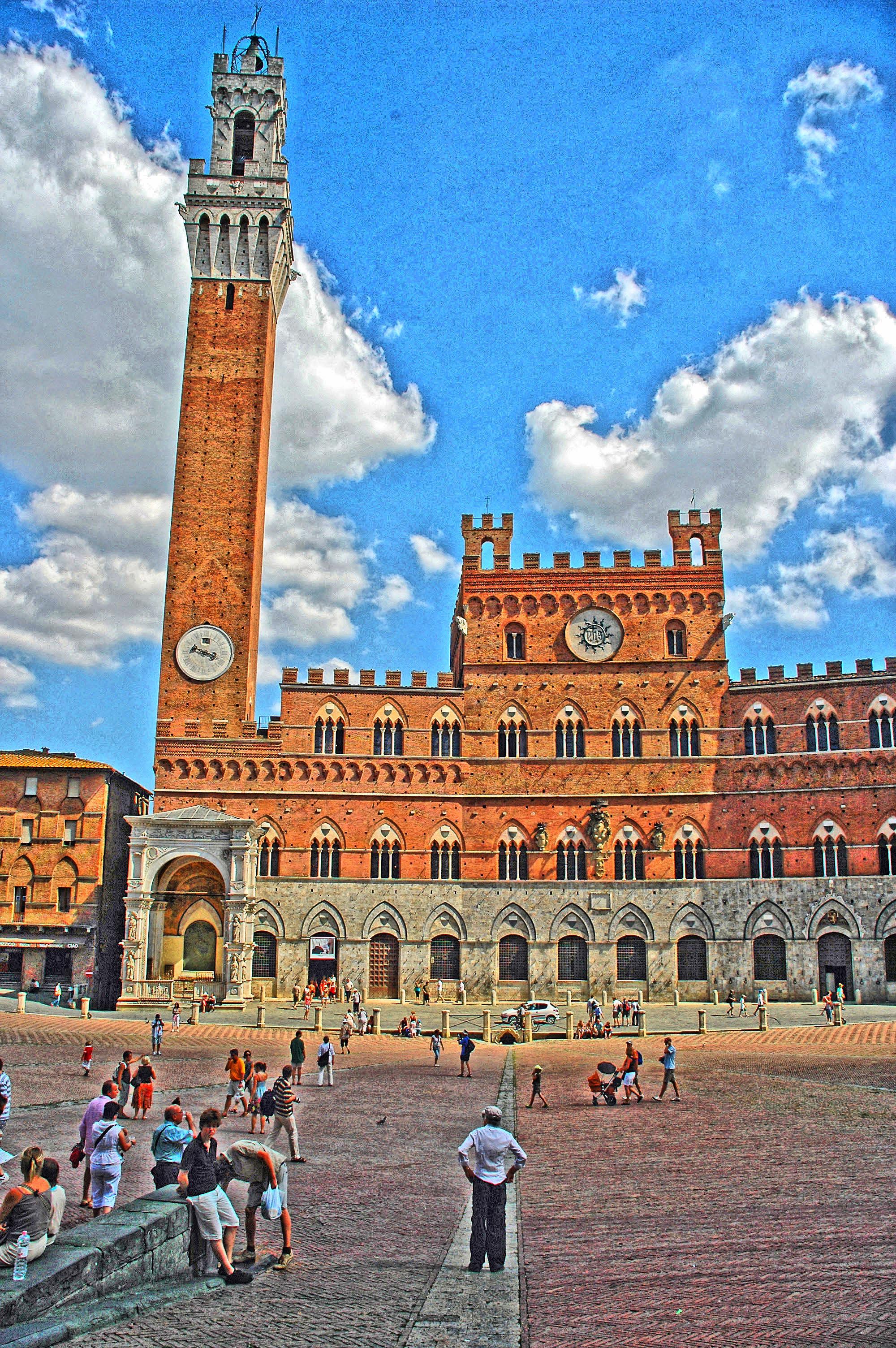 File:Siena (Italia) - Campanile (tone-mapping)..jpg ...