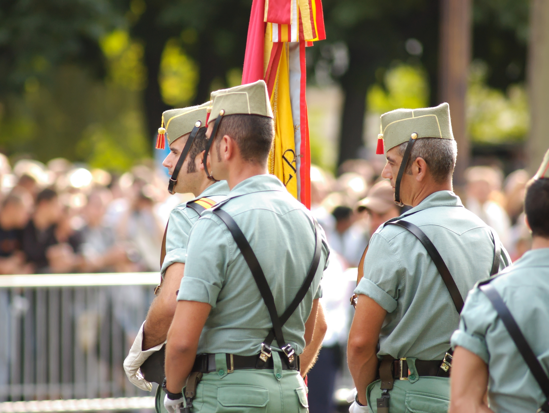 шатенка мини-юбке иностранный легион испании фото увеличения визуального