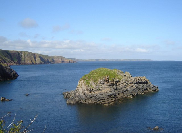 Stack near Stackpole Quay - geograph.org.uk - 897783