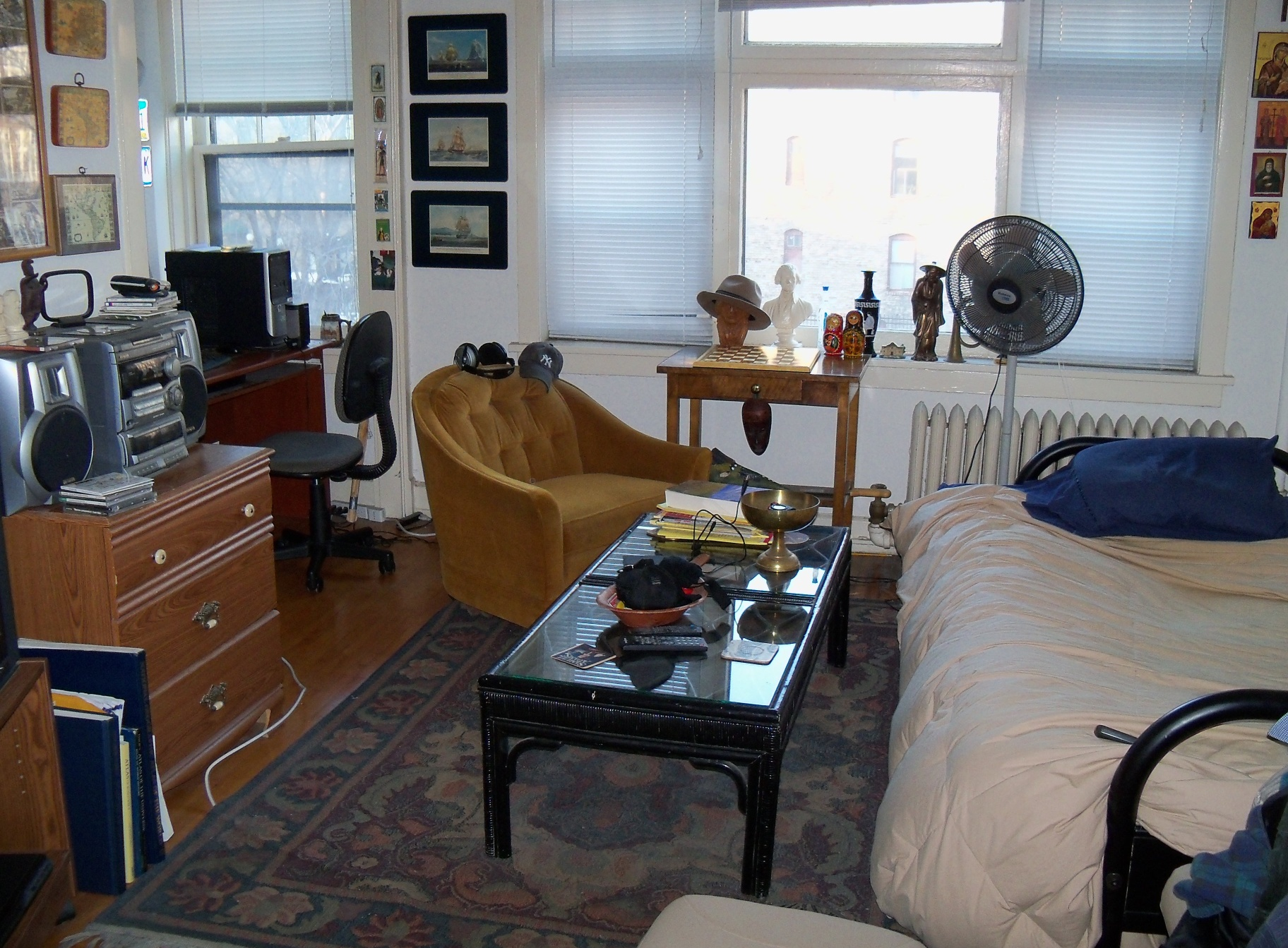 Studio apartment wikipedia for Best furniture for a studio apartment