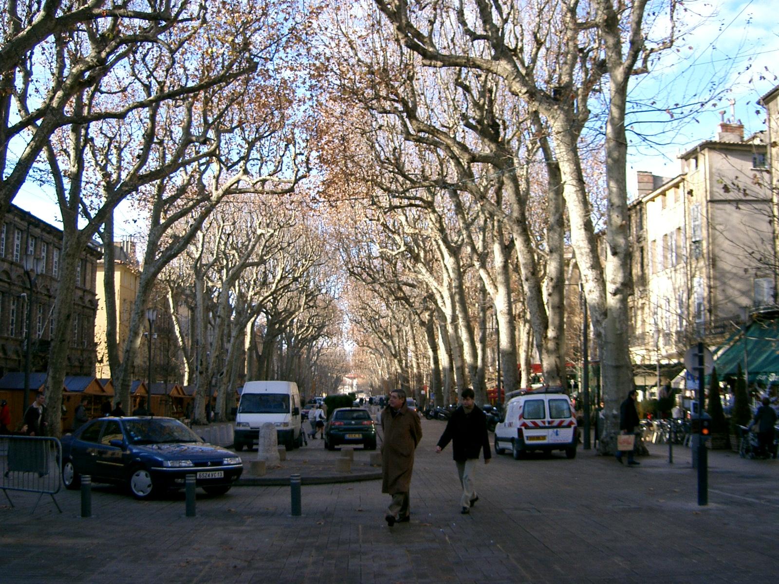 File the cours mirabeau in winter in aix en for Aix en provence cours de cuisine