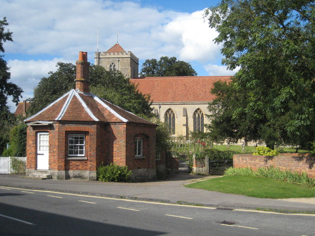 Toll house and Dorchester Abbey - geograph.org.uk - 947088