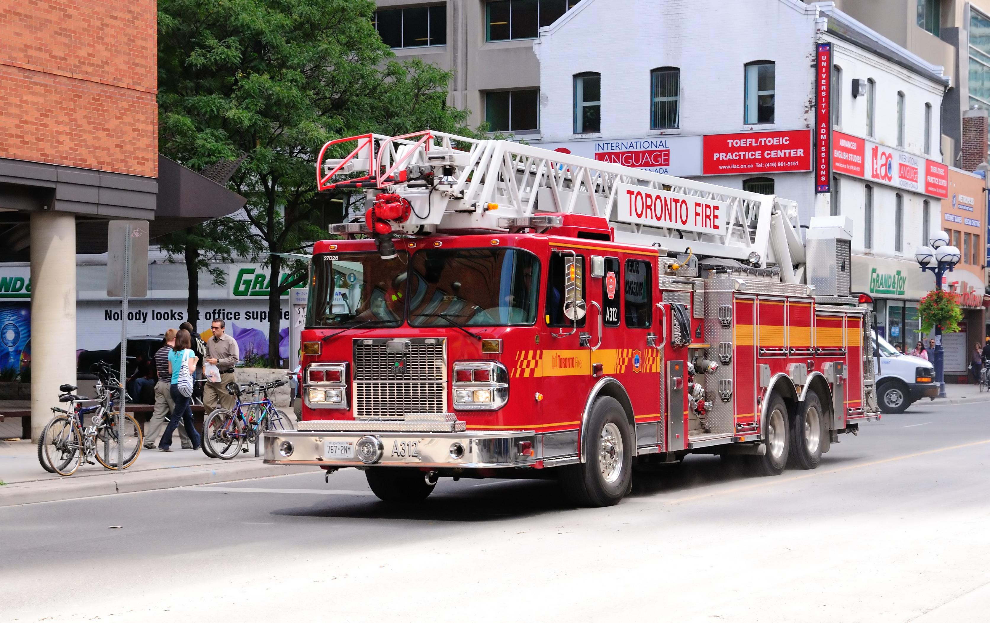 File:Toronto - ON - Feuerwehrauto.jpg - Wikimedia Commons