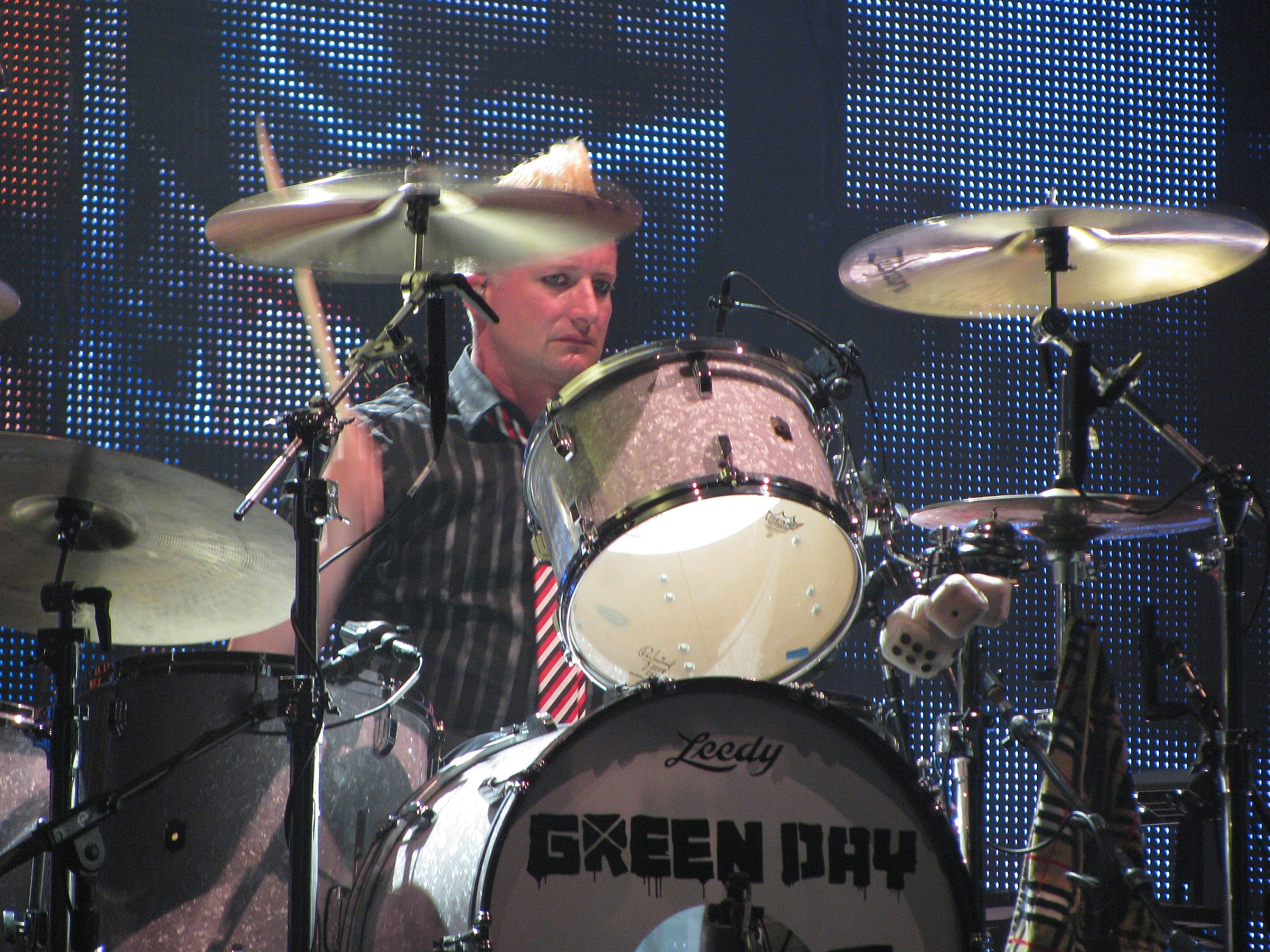 The 45-year old son of father (?) and mother(?) Tre Cool in 2018 photo. Tre Cool earned a  million dollar salary - leaving the net worth at 45 million in 2018