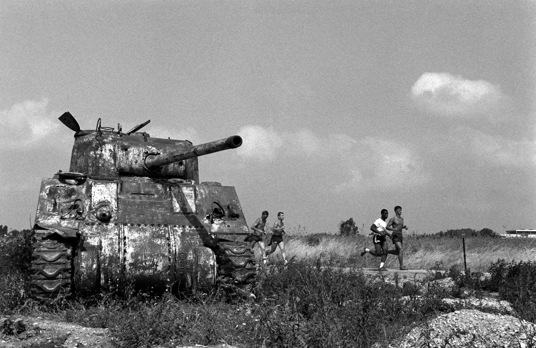 US_Marines_run_past_a_wrecked_Sherman_tank_1983.JPEG