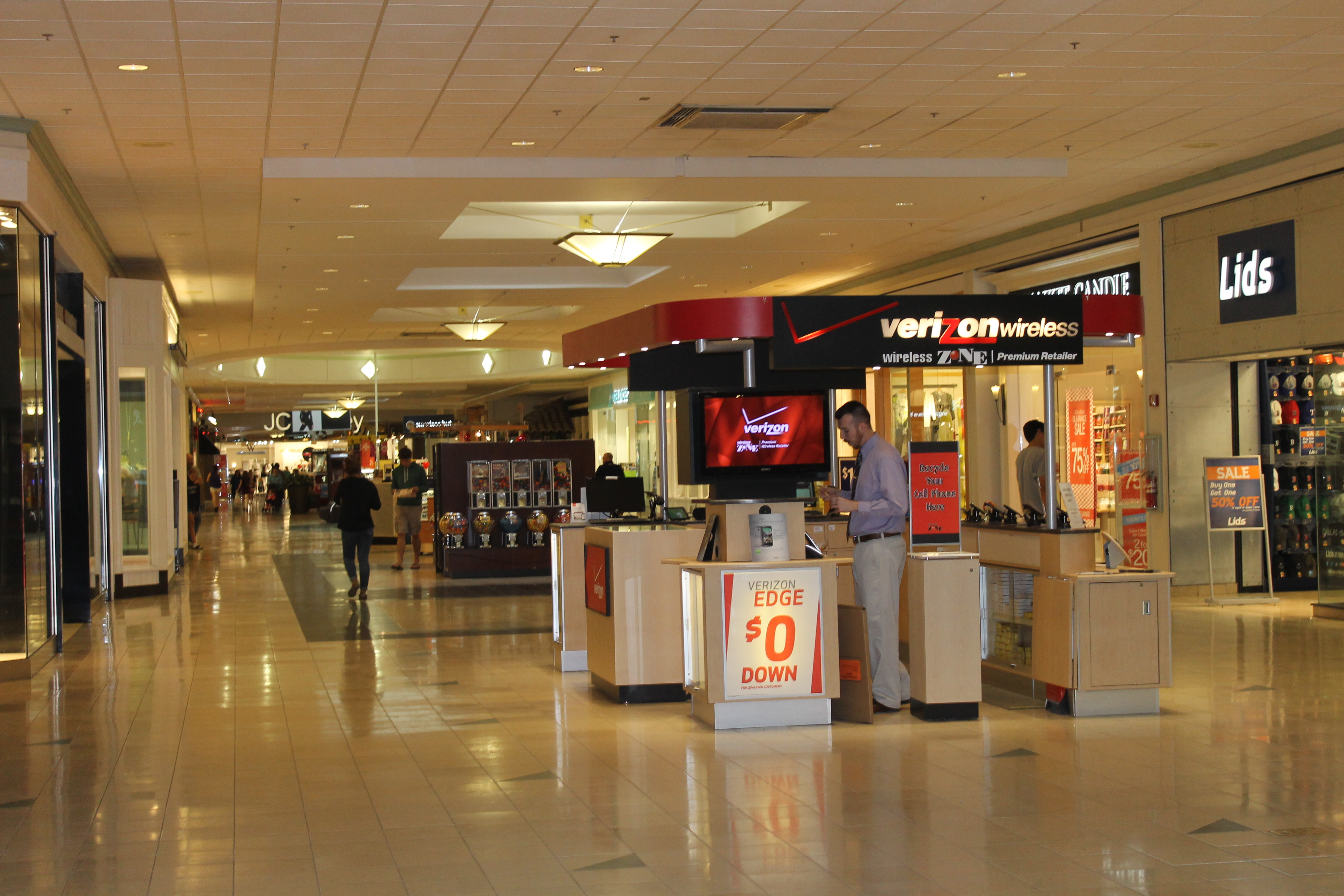 map of the mall dc with File Verizon Wireless At Bangor Mall  Bangor  Me Img 2617 on The National Mall also Gr221 Stage 3b Deia To Puerto Soller Or Soller further The Mall moreover File Verizon Wireless at Bangor Mall  Bangor  ME IMG 2617 together with 4943228218.