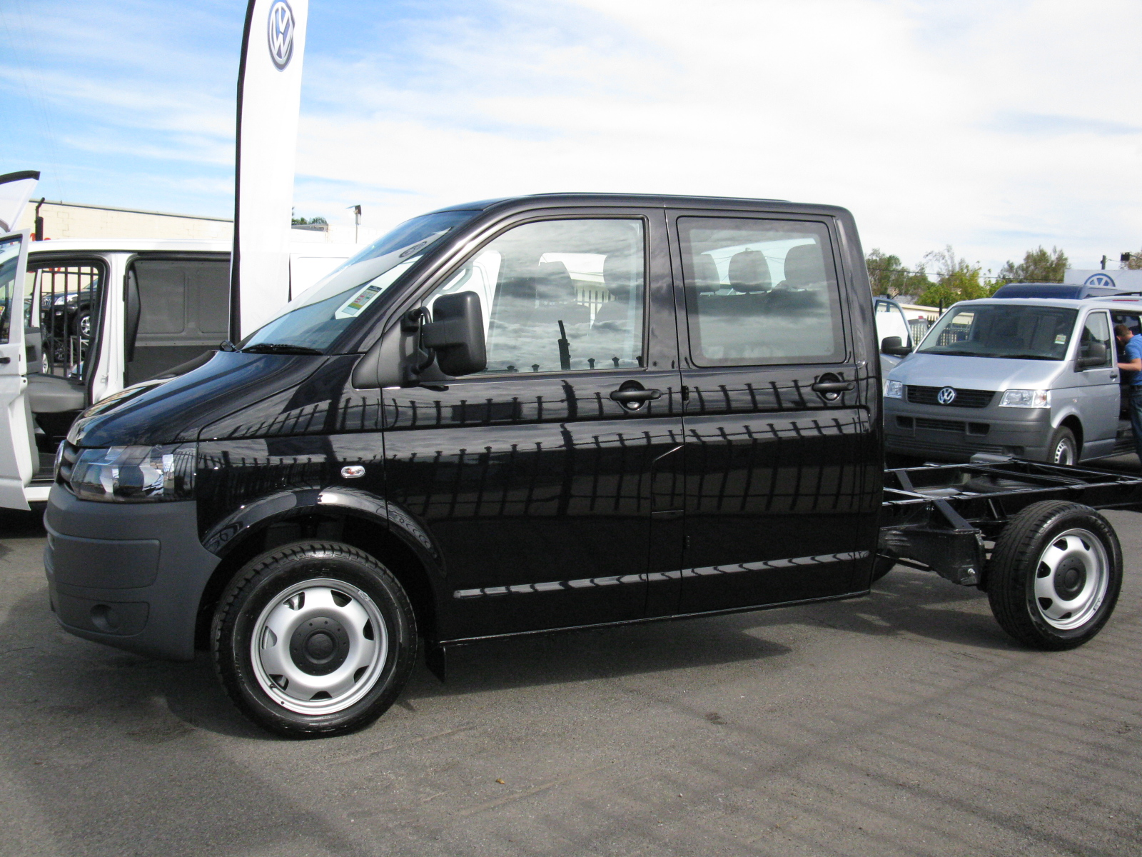 The motoring world sixth generation of volkswagen 39 s transporter now available to order in - Order a cab ...
